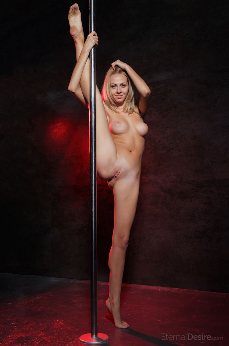 Красивые девушки танцуют стриптиз голые - Онлайн клипы 18+ для ...